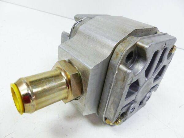 Rexroth PGF2-22/008LN01VM-A325 Hydraulic Pump 00929977 Distressed